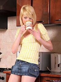 Elisa revealed her tits and masturbates her tight teen pussy in the kitchen