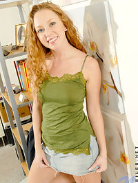Long curly haired leigh exposes her luscious tits out of her green blouse