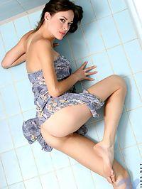 Skinny nubile nansy perk up herself as she flaunts her full blossom body