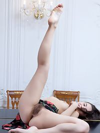 FRANCINE AFULL NATURE by RYLSKY : Lovable French girl with natural muff and hairy pits, she smiles and points her toes up.