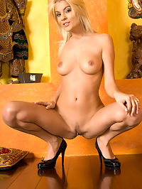 JASMINE CFUTURO by MAJOLY : There can never be enough hot blonde models who are ready for action.