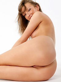 UMA APRESENTING UMA by RYLSKY : New model is clean shaven and has pretty feet to show off.