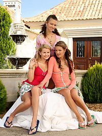 Zoe, Klara and Juliette - Three hot lesbians fist and dildo