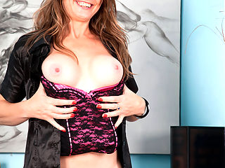 Anilos.com Sofiarae - Naughty mature doctor lady fucks her mature pussy until she cums : Naughty mature doctor lady fucks her mature pussy until she cums