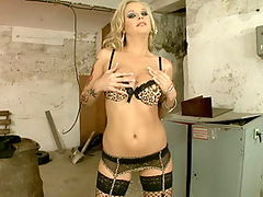 Very hot tattoed blonde babe in hardcore anal fuck
