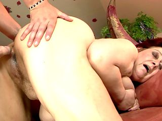 Horny old Hetty got face pissed by a young guy