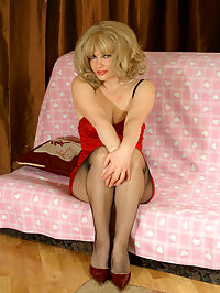 Hot mom poses in fishnet pantyhose
