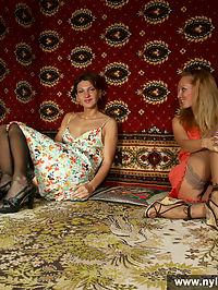 Two girls go lesbi in sexy stockings