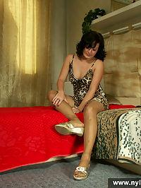 Flexy girl masturbates with her pantyhose