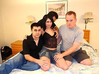 Pretty slut does gangbang craving for cocks