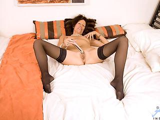 Seductive Anilos swinger India shoves a stiff dildo into her needy mature pussy