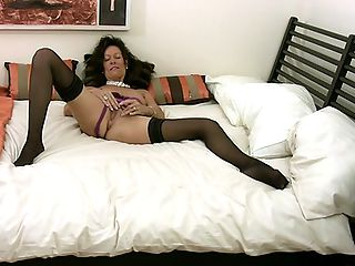 Anilos granny tortures her pussy with a vibrator