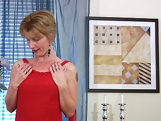 Enticing granny uses a glass toy to make her mature pussy cum