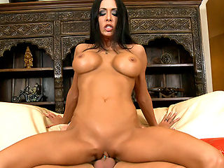 Jessica Jaymes is one hot Milf with a very sexy pierced pussy. Derrick Pierce was in for a wonderful fucking. This Milf wasted no time at all. Once they picked her up, out came the cock and Jessica Ja