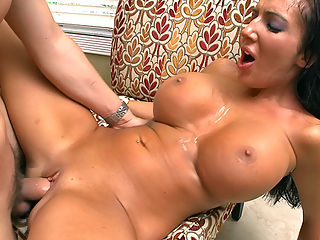 Richelle Ryan is a Milf that many young bucks of legal age would love to fuck. I sure as hell would! This babe has huge pillowy tits, a juicy thick ass, and a pussy that looks scrumptious.