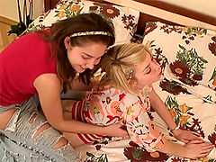 Bi curious teen girl : Two very hot teen girls experiment with each other
