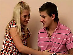 Hot teen threesome : Blonde teen cutie shares her boyfriend with her best friend