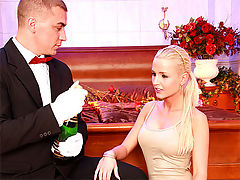 Ellen Peterson : Thirsty blonde chick screws the butler for some champagne