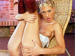 Dionne Darling : Stretching a blonde her tight ass with his big hard boner
