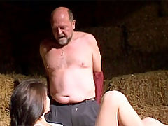 Dorothea and Leon : Sexy brunette beauty tasting a load of thick senior semen