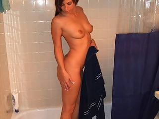 Ex Girlfriend Lilly has her naked pics submitted by her boyfriend!