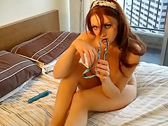 Bombshell redheaded girlfriend lays down on her bed and shows us her favorite masturbation routine.