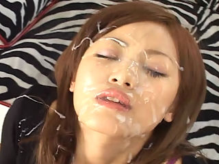 Spermania 11 : Natsu Fuka received messy bukkake cumshots while getting fucked or while playing with herself.