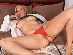 Joey Lynn : Joey Lyn, 37 and from Dayton, Ohio, is horny. Shes lying in bed and touching herself. Then she looks at the camera and says, I was just thinking about you. Now, lets get off the subject for a moment and discuss the brilliance of that line. Youre in your computer room, jacking to some pictures of a video on NaughtyMag.com, when your wife, girlfriend or significant other walks in. Nabbed, right? Caught dick-handed, huh? Well, now. Because at that moment without even thinking, you turn to your girl and say, Hi. I was just thinking about you. Of course, you werent, but as long as she doesnt see whats on your screen, theres no reason she has to know that. So thanks for the tip, Joey Lyn.br
