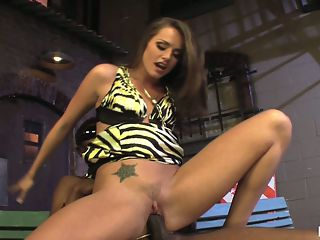 Tori Black, Tori Black Superstar : Its Tori Black versus Sean Michaels