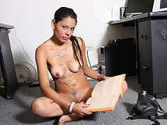 Light Reading : Sexy latin babe finger fucks her wet shaved pussy