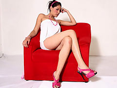 Red Chair : Sexy latina Cici Amor shows off her great body on camera