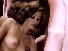In front of the mirror : A couple is dancing together and the girl is stroking the guys crotch. A little later they are both naked and she is sucking his dick. A little later she is sitting opposite him, masturbating. Then the guy goes on his knees and licks her pussy.