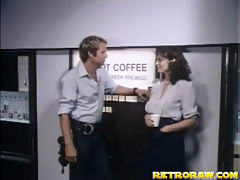 Vintage telephone sex : A guy who works at a call center gets phoned by a desperate girl who is not able to reach an orgasm. Guiding her all the way he tells her how to massage her hairy cunt and listens to her moaning until he gets so excited he needs to jerk off himself too.
