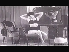 Vintage fetish girl : A classic black and white film about a girl doing a reverse striptease and who represents all the fetishes you can think of Immensely high heels, black stockings, suspenders and a bra with cups that are so pointed they could stick your eyes out.