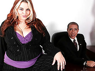Hefty Slut Sexercises With President : Buxom Bella meets with President Obama to discuss his cash for Chunkers. Guy Dasilva aka Obama gets right down to showing her how to feel the burn. First up is sucking her nipples and fondling her boobs. A few thrusts of his dick between her tits. Slamming hard, she turns to her side and he continues pounding her pussy. She bends over the coffee table and he pokes her from behind. Sucking his dick for lubrication she gently spreads her pussy around his cock. Slipping into spooning position he continues in her cunt. Finally he pulls out and spurts in her face.