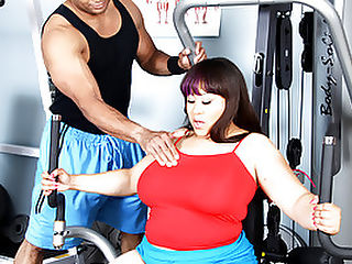 Twilight Starr Loves Her Big Black Dick : Fatty Twilight Starr is fucking huge - so its fair shes got a massive cock to play with in this hot BBW sex scene! She gets picked up right off the street by stud Sledge Hammer, and he takes her back to his home gym to get her hot and horny. She works out on the exercise equipment, then Sledge tells her to strip and lie down for a massage. Its been a while since this chunker felt the touch of a real man, and she loves those hands all over her body. Soon this turns to mutual oral sex and then some hardcore cock pumping! Twilight gets on top and really works that prick!