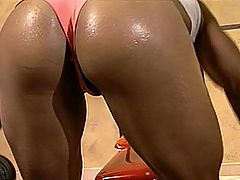 Ebony Babe Kitana Steele Gets A Nice Workout : Kitana Steele And Guy DaSilva Workout Their Rock Hard Bodies And Get Horny While Sweating And Fuck On The Weight Bench