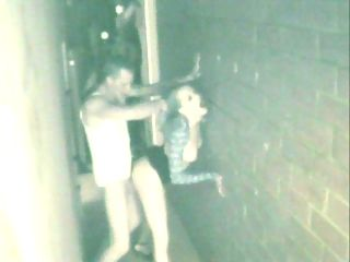 Alley Fucking Spy Cam : Dude gets busted picking up a hooker in the bar and fucking her in the alley in a police spy cam sting!