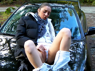 Roxy Outdoor Puss Play : Hot MILFy Roxxy and her BF hit the open road and park in a picnic area so roxxy can tear off her clothes to fist and flick her pussy till she cums.