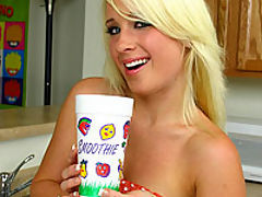 Jocelyn Jayden drinks ass smoothie
