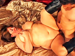 Mindie Mounds : Mindie Mounds is unstoppable once her rolls are set in motion! Using every inch of her body to her advantage, Mindee is fucked deep and long before she is showered wth cum!