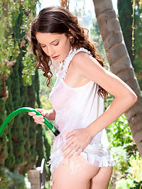Nubiles.net Rilee Marks - Get wet and wild outdoors with exotic Nubile beauty Rilee Marks : Get wet and wild outdoors with exotic Nubile beauty Rilee Marks