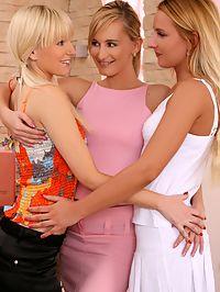 Claudia, Lenna and Promesita - Luscious blondes fist in threesome