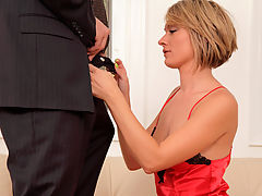 Sophisticated housewife Holly Bryn gets head before getting fucked