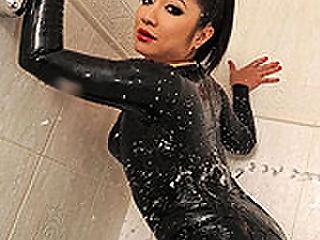 Midori Tanaka : Midori dildoing in latex