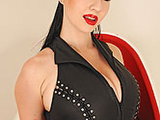 Karina Heart : Karina Heart posing in latex
