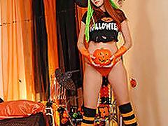 Kami : Kami posing in Halloween set