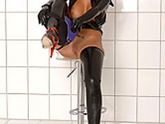 Black Angelica : Black Angelica toying in latex