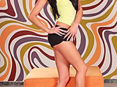Sarah Diamond : Black haired babe Sarah nude