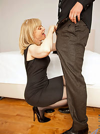 Anilos.com Ninahartley - Anilos Nina Hartley receives a hard pussy pounding and a sweet cum shot : Anilos Nina Hartley receives a hard pussy pounding and a sweet cum shot